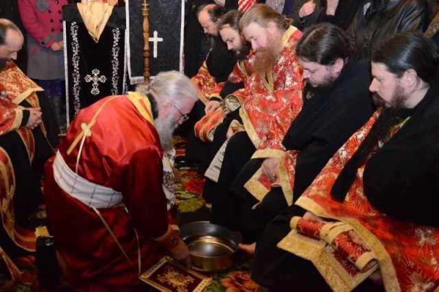slujba_spalarii_picioarelor-manastirea_putna_foto_tudorel_rusu_2